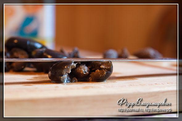 Достаем косточки из маслин. Сырное печенье.
