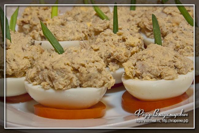 Яйца, фаршированные горбушей.