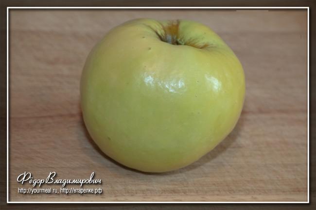 Рулька с жареными яблоками.