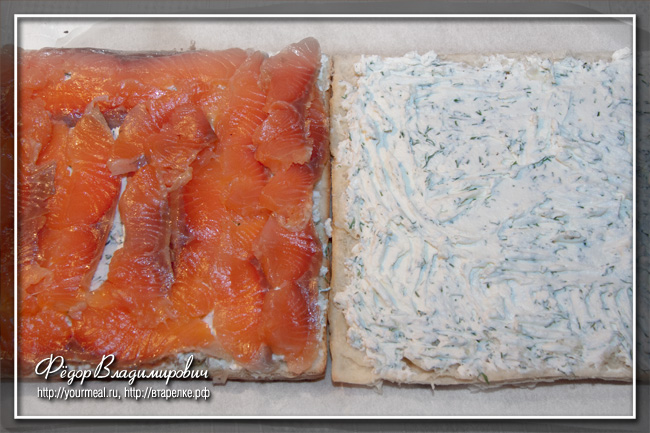 Слоеные канапе с семгой и творожным сыром.