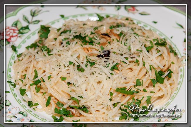 Спагетти с чесноком и острым перцем.