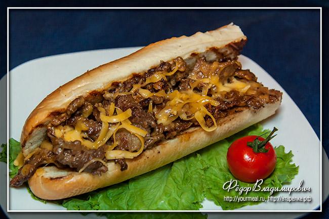 Филадельфийский сэндвич со стейком и сыром . Philadelphia steak cheese sandwich