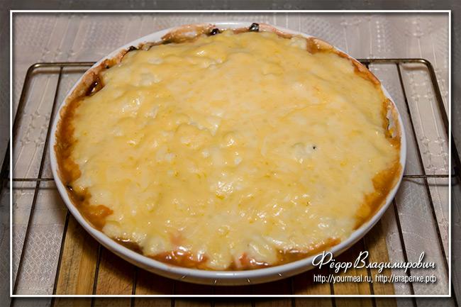 Запеканка из свекольной ботвы с соусом бешамель и сыром