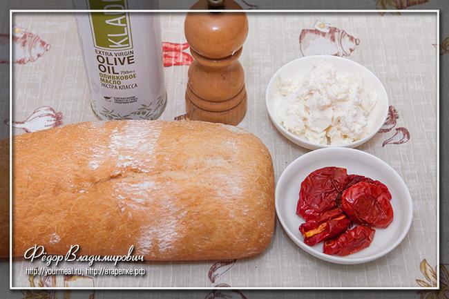 Кростини с рикоттой и вялеными помидорами