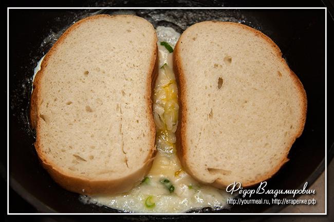Сэндвич с яйцом на сковородке