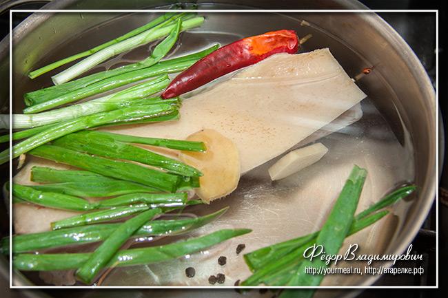 Ломтики свинины в чесночном соусе
