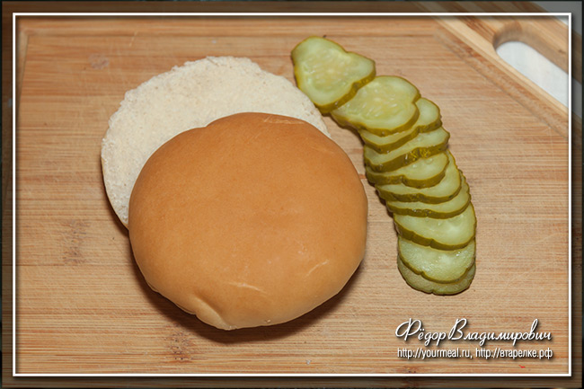 Алабамский сэндвич с курицей и белым соусом барбекю