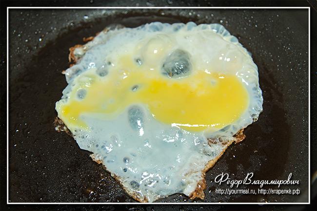 Клубный сэндвич с курицей и яйцом