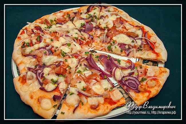 Пицца три лука с беконом