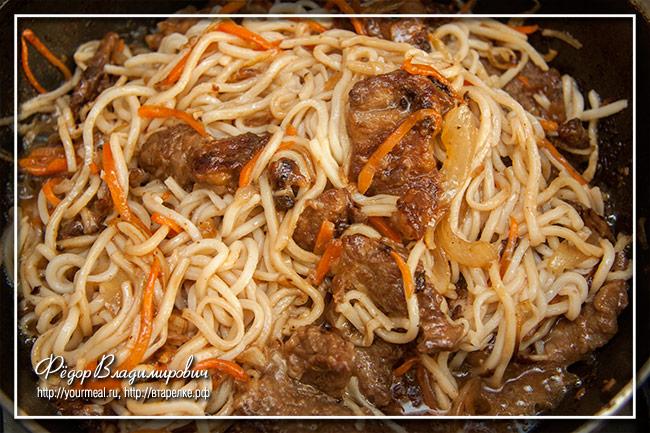 Стир-фрай из говядины с луком и морковью