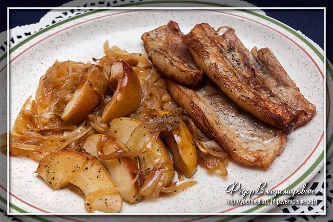 Запеченная свинина с луком и яблоками Æbleflæsk