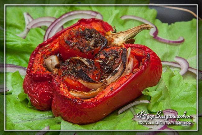 Запеченный перец с помидорами