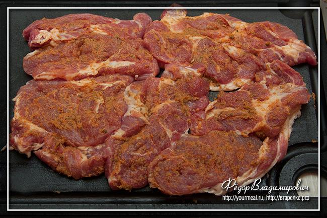 Свиная отбивная с жареной картошкой