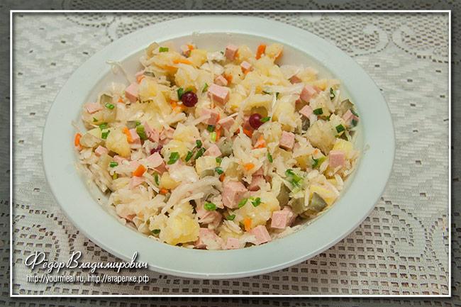Салат с квашеной капустой и картофелем