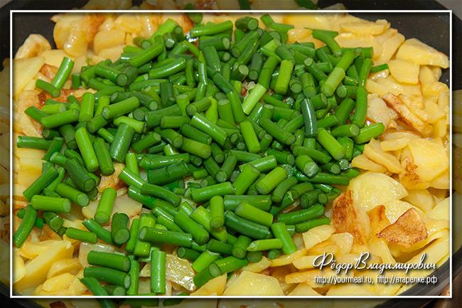 Жареная картошка с чесночными стрелками