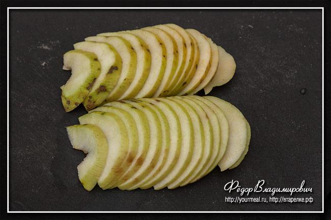 Тарт с яблоками и корицей