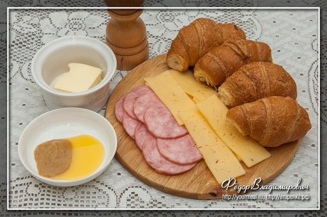 Круассаны с ветчиной и сыром по-парижски