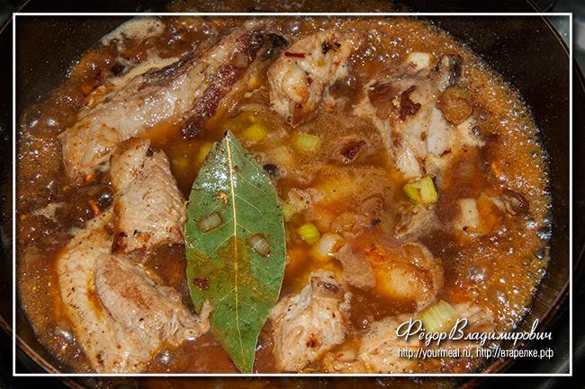 Пряная свинина с фасолью