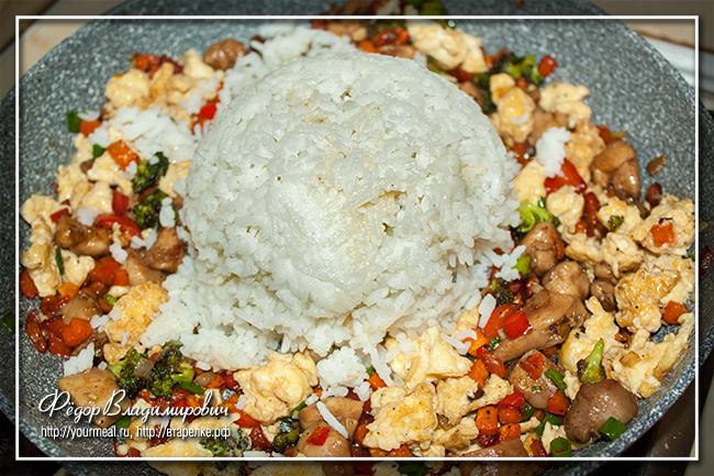Тяхан Тори - японский рис с курицей и овощами